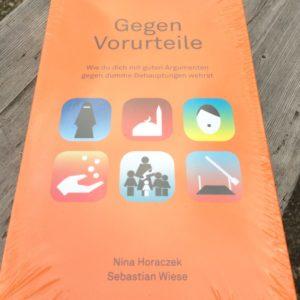 Buch 'Gegen Vorurteile' von Nina Horaczek und Sebstian Wiese